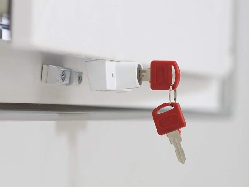Детский замок (блокиратор) с цилиндром и ключом Internika, белый. ROS9010.07