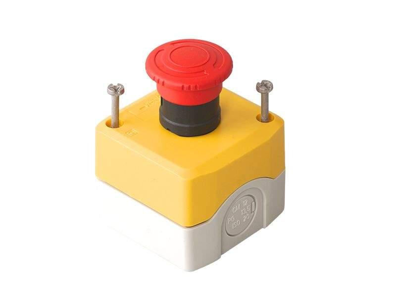 Кнопка аварийной остановки наружного монтажа 68х68 5027031332. DOR2056
