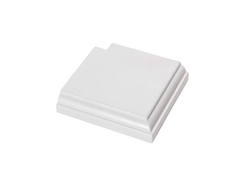 Угловая накладка для дверного наличника Qunell U-81 белая. KNL0520.07/DVR