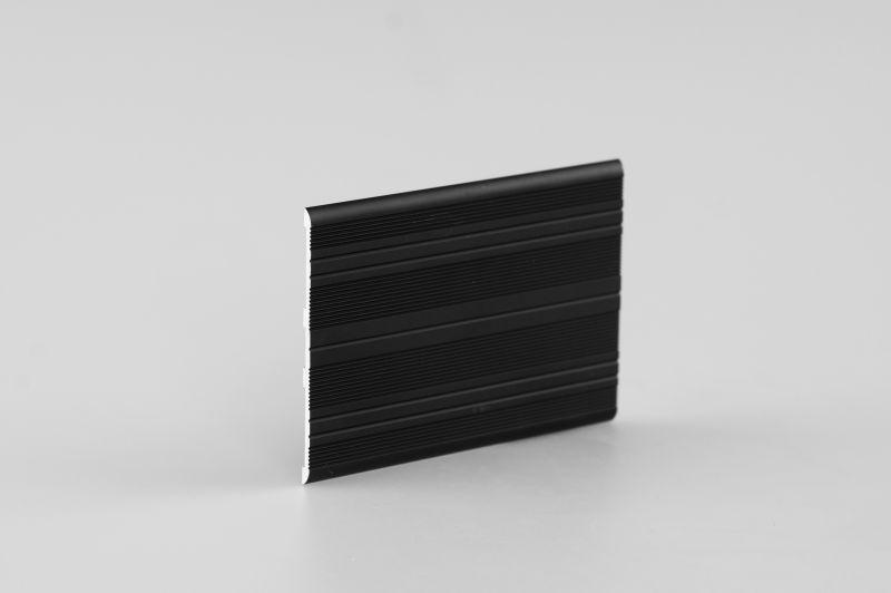 Алюминиевая   торцовочная планка 3х70 мм черная, 2 м
